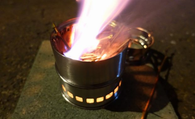 小型焚火コンロでサバイバルカレーの練習